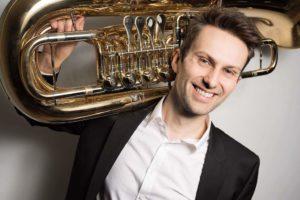 Knut Elias Barstad med tuba